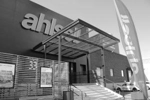 Entré till Ahlsells nya yrkesbutik i Norrköping. Uppdragsgivare Klövern.