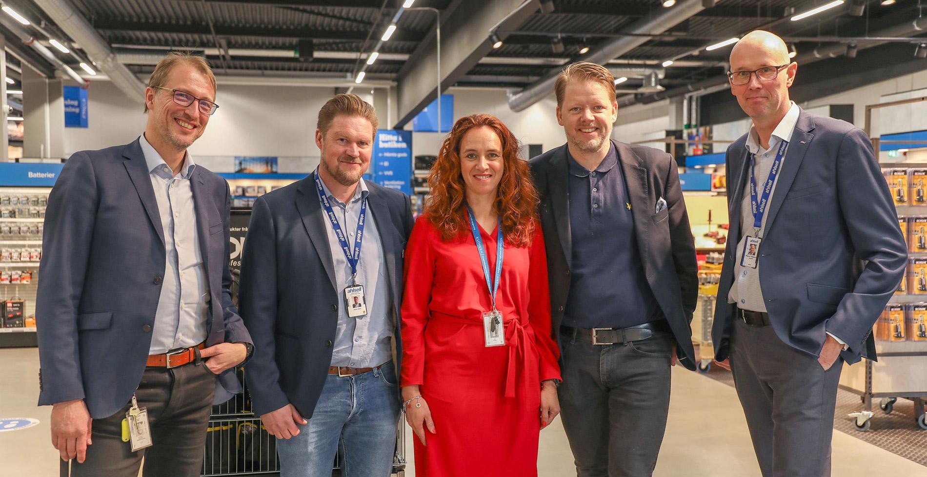 E2C på plats vid invigningen, här tillsammans med Johan Jättne och Magnus Johansson på Ahlsell.